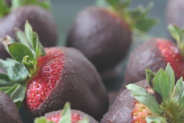 Raw Chocolate Dipped Strawberries